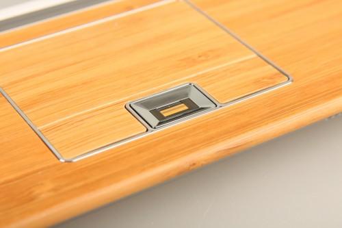 加入指紋辨識功能,方便用家加密重要資料。