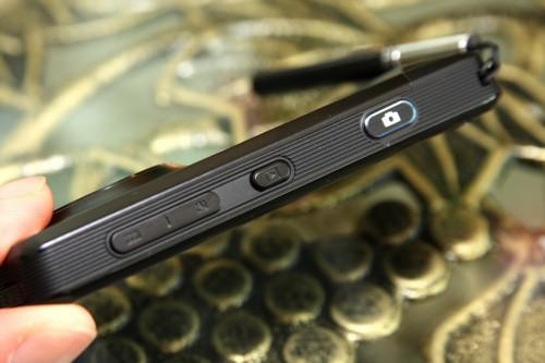 機側的「Play」鍵並非操控音樂播放,而是啟動相片瀏覽器。