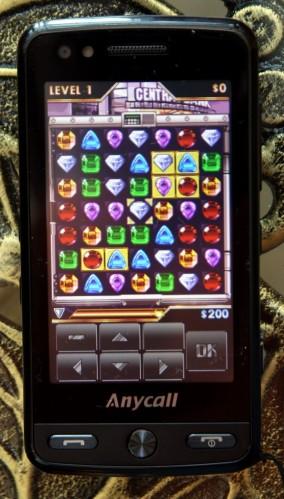 說是玩樂手機,所以亦內建不少玩味性高又耐玩的遊戲,像圖中這款寶石方塊便是一例。