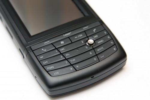 Ultimate 8150 設有數字鍵盤,打電話及編寫 SMS 或電郵時輸入文字,也十分方便。
