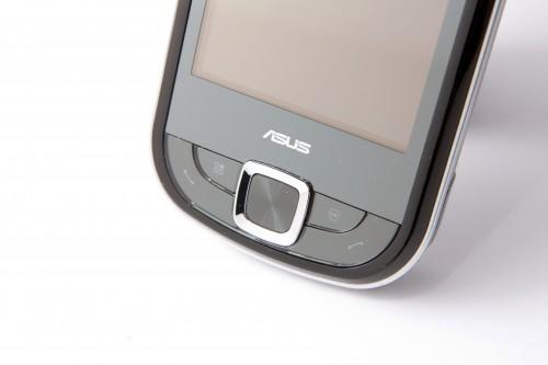 機面按鍵齊全,由左至右分別為通話鍵、Anytime Launcher 啟動鍵、五向導航鍵、OK 鍵及掛線鍵。