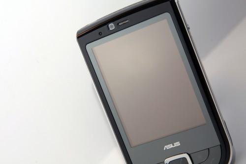 屏幕採用內嵌式,雖然令機身更美觀,但以觸控筆操控時,感覺觸控位像與真正屏幕相距頗遠。