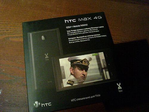 HTC Max 4G 包裝盒,外形與 Diamond 的包裝盒一樣,同樣採用倒梯形。