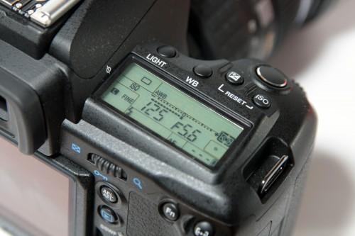 相機顯示屏及附近按鍵設計,與 E-3 分別不算太大,操控起來也算容易。