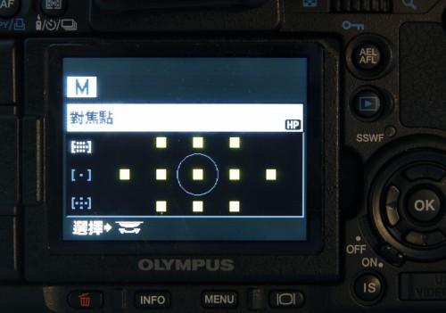 繼承了 E-3 的雙十字 11 點自動對焦功能,對焦更快及準確,方便拍攝高速移動的物件。