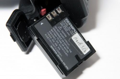 配備的電池,容量達 1,500mAh,應已足夠一天正常用量拍攝使用。