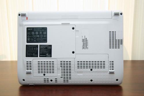 機底設三保護蓋,以後要替換記憶體、硬碟或 PCI 規格周邊,便無須再拆機,方便很多。