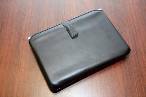 10 吋 Aspire One 與 8.9 吋一樣,亦有隨機附送皮革保護袋。