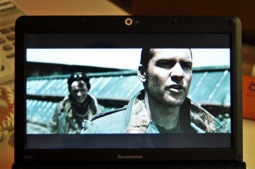 S10e 屏幕播片效果。
