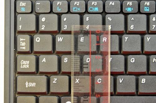 按鍵直向長度:13mm;鍵距:3mm;結論:合理。