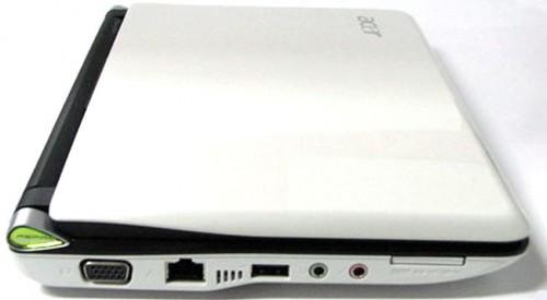 機身左側端子也與一般 netbook 相差無幾,也是 D-Sub 輸出、10/100Mbps LAN、USB 2.0 插槽、耳機及咪高峰插孔、及多合一讀卡器,不過上代還多設一個 SD 讀卡器作永久外置存儲的設計,卻因此代採用 160GB 硬碟而被取消了。
