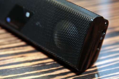 內建單元雖然也是 1 吋,但卻用上專利的 Linear Magnetic Drive Twoofer,令音域有效擴闊,加強低音及中音效果。