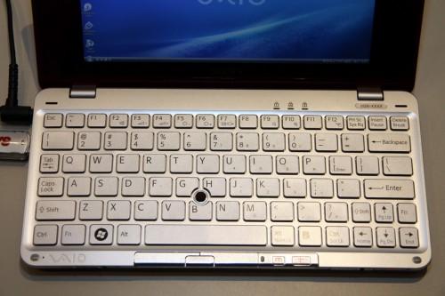 來個小 P 鍵盤全覽圖吧,可見布局與一般 VAIO 手提電腦分別不大,VAIO 用家應很容易上手吧。