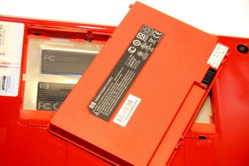 連非外露的電池內部,亦用上紅色。