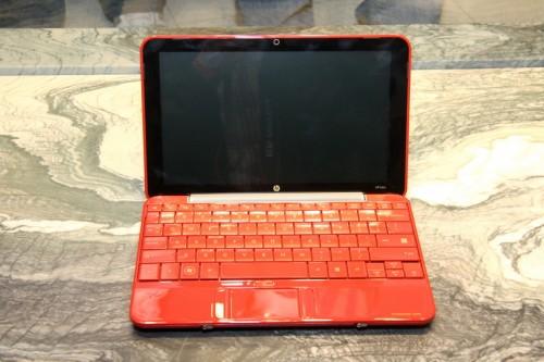 就連機身內籠及鍵盤,也採用紅色作主色,配以 10.1 吋 16:9(1,024 x 576)屏幕,美觀娛樂性兼備。