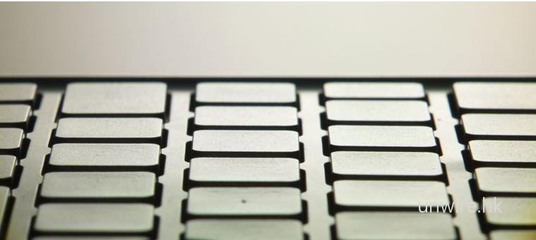 從日本 Sony 官方網站的預覽圖可見,VAIO P 從側面看過去,採用與 TT 與 TZ 相似的獨立按鍵。
