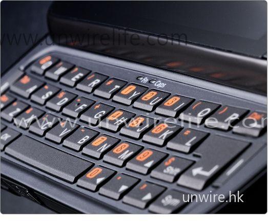 Acer M900 加入了 qwerty 鍵盤,打字更為舒適。