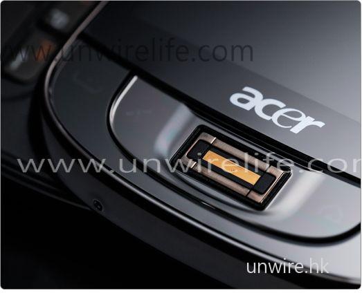 內建指紋辨識系統,可有效加密手機內機密檔案。