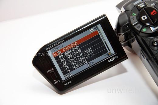 拍攝相片最高像素為 810 萬,但可「硬谷」上千萬,至 1,200 萬像素。