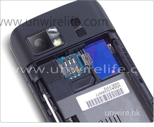DX900 的最大特點是採用雙 SIM 卡設計,十分適合需經常中港兩地跑的用家使用。