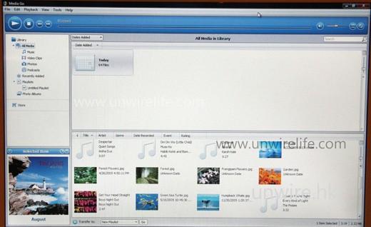 W995 是第一部 Sony Ericsson 手機附送《Media Go》軟件,其實是與《iTunes》近似的同步軟件,主要用於同步多媒體檔案,亦可建立 SensMe 心情選曲播放清單、訂購及下載 Podcast 及擷取 CD 音效,幾已可成為電腦的一站式多媒體播放及管理平台。