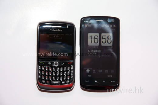 BlackBerry Curve 8900 體積頗細小,比 Touch HD 還要細一點。
