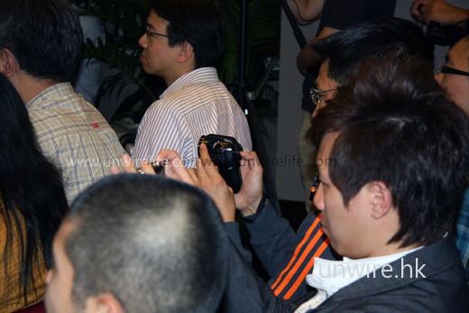 現場「高科技」處處可見,有觀眾便拿著 Sanyo 最新推出的 HD-2000 拍攝現場實況呢!全高清的呢,正呀!