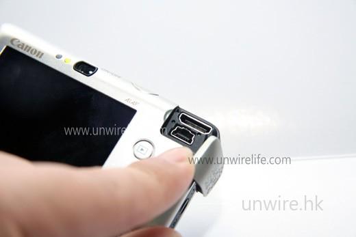 當揭開保護蓋後,便可看到 HDMI 輸出端子(上)及 mini-USB 端子(下)。
