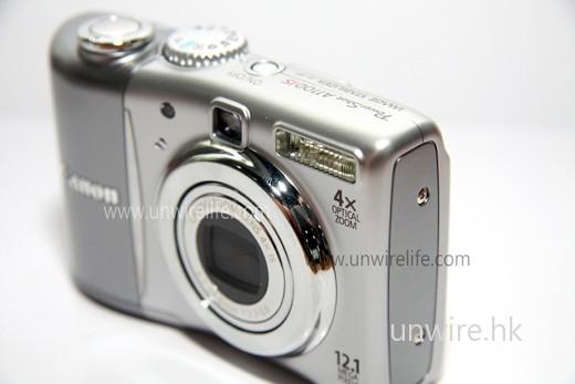 新機採用 4 倍光學變焦鏡頭,可說是現今數碼相機的基本配備。