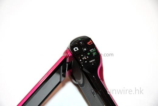 操控面板與其他「手槍式」Dual Cam 相差不遠。