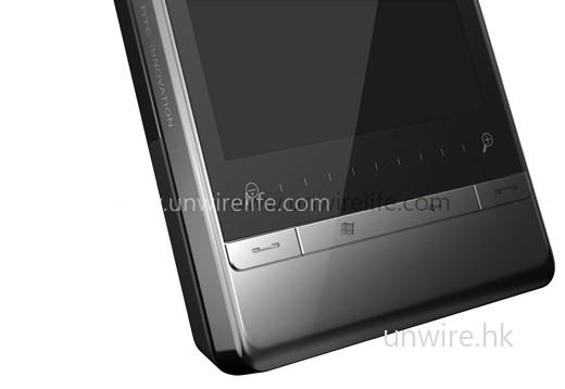 設有觸控放大縮小鍵,用家可輕鬆以手指放大或縮小屏幕顯示。