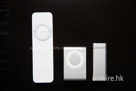 三代 iPod Shuffle「排排企」,可見最新機款比第一代細小了接近 1/4,而且配備衣夾,外攜無需一定掛在頸上夠方便!