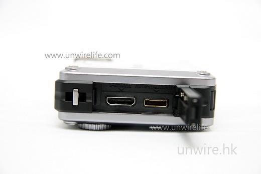 設有 HDMI 輸出端子(左),方便用家無失真輸出高清影像至外置顯示器播放。