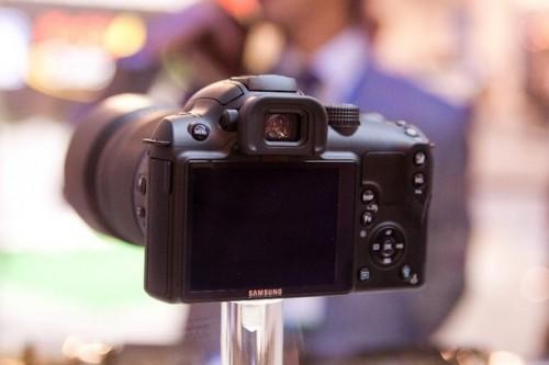 機背介面與 GX-20 一樣簡潔,而屏幕大細相信亦應相若。
