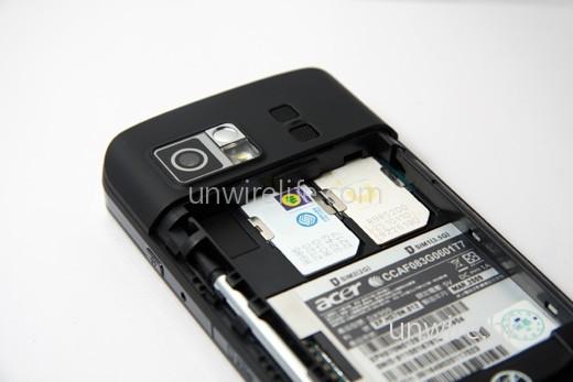 同樣支援雙卡雙待,不過 SIM 1 卡槽可支援 3.5G,方便在香港時可高速瀏覽網頁。