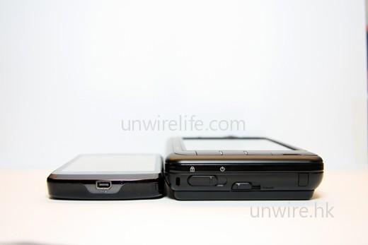 Viliv S5 與 HTC Touch HD 相比,厚度約為後者的一倍。