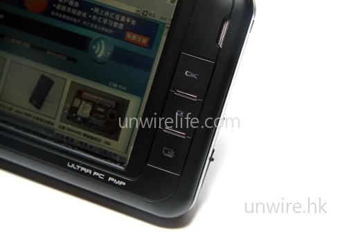 屏幕右側亦設有 OK 鍵(即滑鼠左鍵)、C 鍵(即滑鼠右鍵)及虛擬鍵盤開關鍵(上至下),方便用家無須使用觸控筆,也可操控系統。