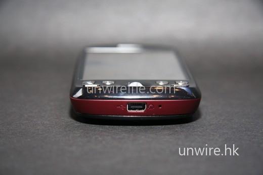 採用一般 HTC 手機也使用的 HTC ExtUSB 端子。