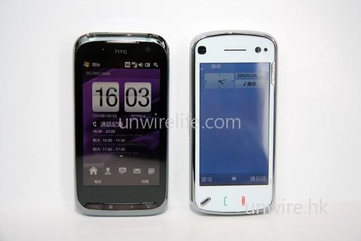 至於機身大細,N97 明顯修長一點,而且白色配銀邊設計,高貴優雅;至於 Touch Pro2 由於屬商務機款,所以機身以黑色作主調,感覺同樣高貴,不過由於屏幕較大,所以機身較肥較闊。所以 N97 男女皆合用,但 Touch Pro2 似乎比較適合男性用家使用。