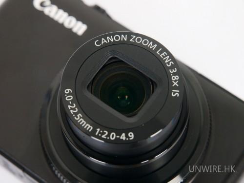 鏡頭規格方面,Powershot S90確是很理想,單是那個F2.0大光圈已有睇頭,而28mm在現在的市場也稱不上廣角了,但總好過35mm。