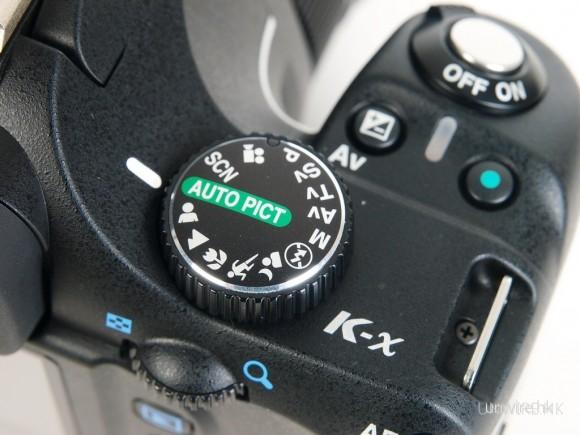 為了加快拍攝的選項速度,在機頂的選項盤中亦加入了很多場景模式。