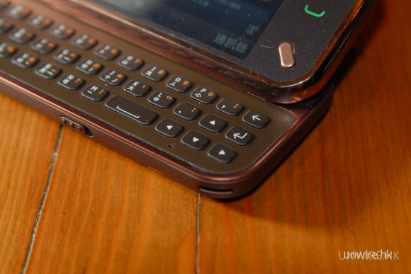 N97 mini繼續採用三行的QWERTY鍵盤。