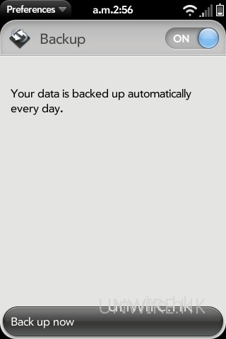 webOS 中亦設有備份軟件,方便用家將機內個人資料,備份到伺服器的個人 Palm Profile 內(首次開機時設定的 Palm 戶口)。