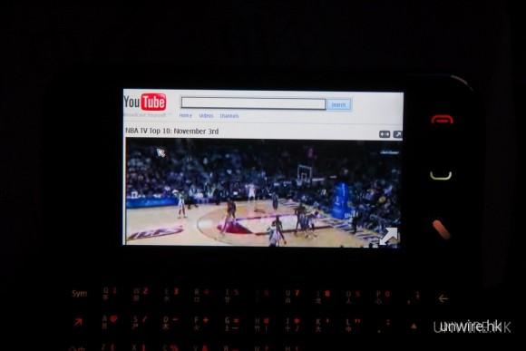 RIA亦利用N97 mini及PCCW網絡登入YouTube網站,瀏覽網上影片。基於瀏覽器支援Flash Lite 3.0,影片能一如電腦般顯示,而且速度流暢。