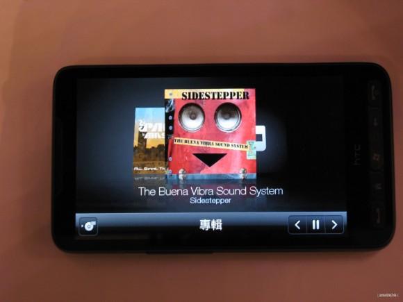 音樂播放介面可顯示多於一首歌曲的唱片封套相片。