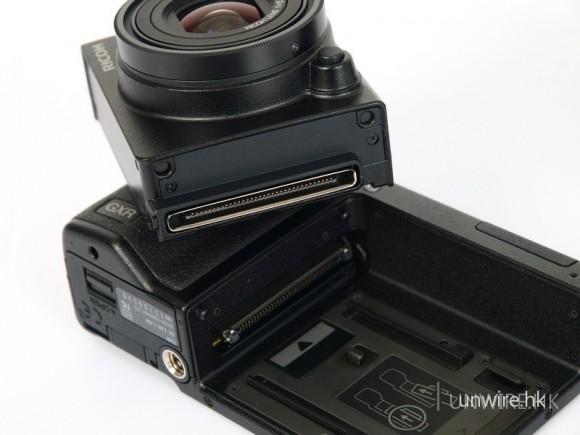 GXR機身和每單元上也設有連接埠以作兩者溝通之用。