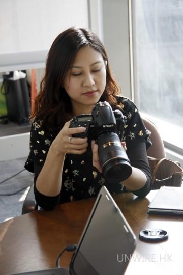 網友試玩實況一:原來女士對專業相機也有興趣呢!