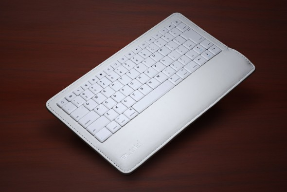 BLUEi Bluetooth Leather Keyboard White