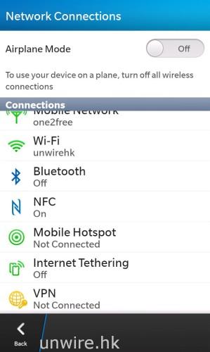 無線網絡連接方面,Wi-Fi、藍牙、NFC 應有盡有,比較有趣的是網絡共享功能方面,它分開 Mobile Hotspot 及 Internet Tethering 兩項,前者可以讓最多 5 部裝置以 Wi-Fi 接駁 Z10 並分享 Z10 的 4G 網絡一齊上網;而後者就是用家可以透過 USB 連接線或藍牙接駁電腦裝置,讓電腦可以透過 Z10 的網絡上網。(不過說實在話,小編覺得是有點多餘的,為何不用一個介面就能完全設定這兩項功能呢?唉。。。)