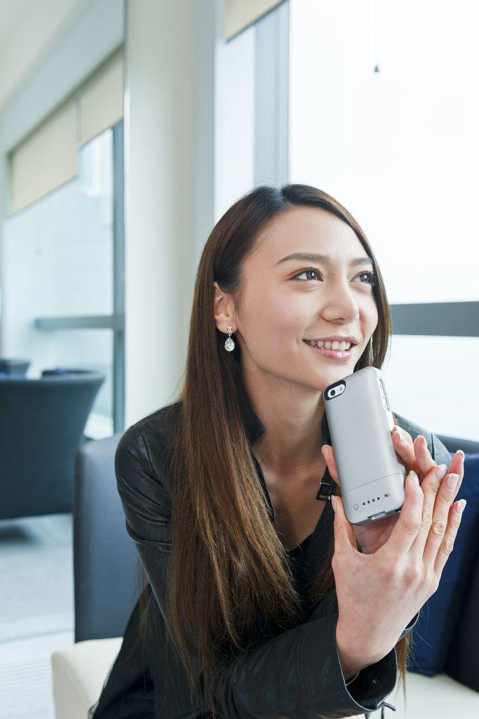 全球最輕薄 iPhone 5 電池殼:Mophie Juice Pack Helium